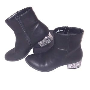 Black sparkle heeled booties size kids 6